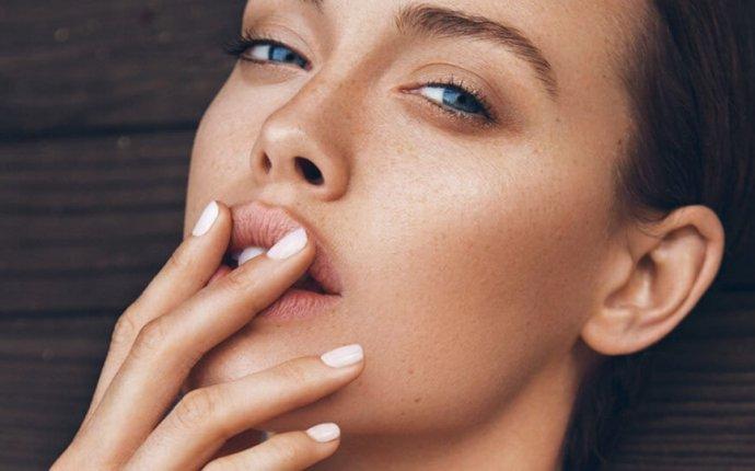 Как правильно корректировать контур губ: методы и средства
